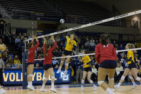 Volleyball locks up second seed with split weekend