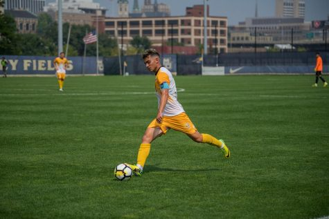 Men's soccer ends scoreless month, beats St. John's 4-0