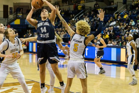 Women's Basketball survives rally, defeats Villanova on the road
