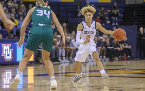 Women's basketball picks up first win over Green Bay in Kieger era