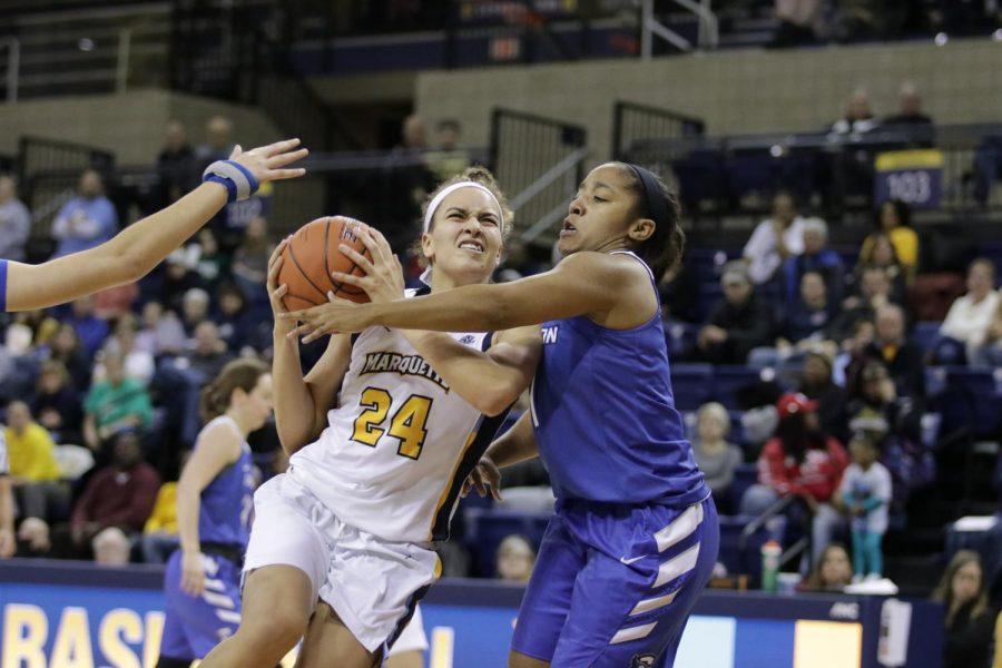 Women's basketball coasts past Creighton despite Blockton's absence
