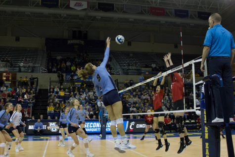 Volleyball primed for tough match at No. 3 Fighting Illini