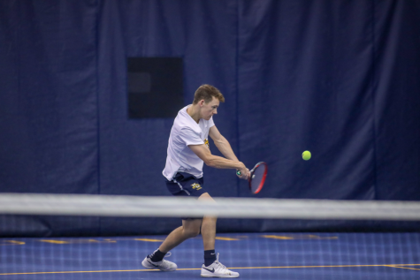 Men's tennis trio struggles to advance in Milwaukee Tennis Classic
