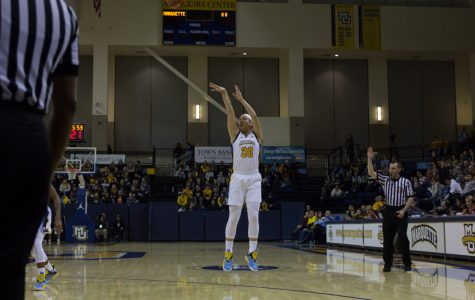 Women's basketball dominates Villanova on National Marquette Day weekend