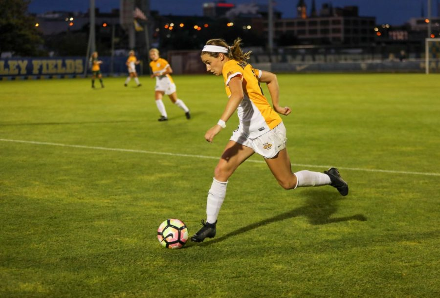 Emily Hess dribbles the ball in an Aug. 14 exhibition against the University of Regina. (Photo courtesy of Marquette Athletics)