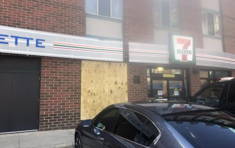 Car leaves minor damage to 7-Eleven after striking building