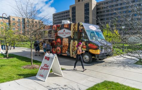Sodexo hosts farmers markets for university