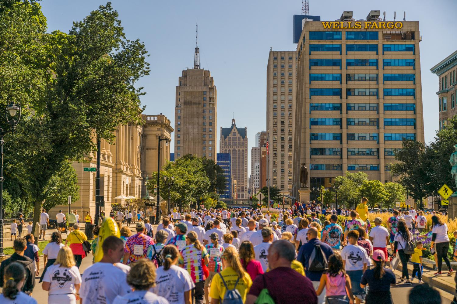 Runners gathered on Wisconsin Ave. for the Al & Briggs Run.