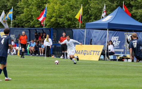 Louis Yuill runs toward the ball in Marquette's 0-0 tie against UC Davis. (Photo courtesy of Marquette Athletics.)