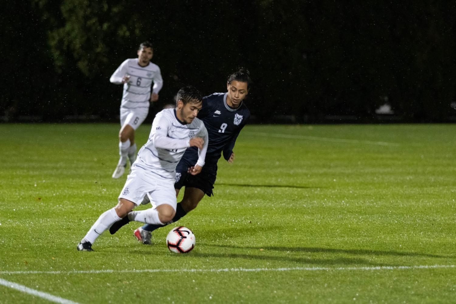 Connor Alba dribbles the ball in Marquette's 3-2 win against Butler.