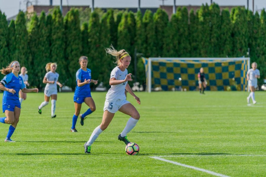 Alyssa+Bombacino+approaches+the+attacking+third+in+Marquette%27s+draw+against+Creighton+at+Valley+Fields.