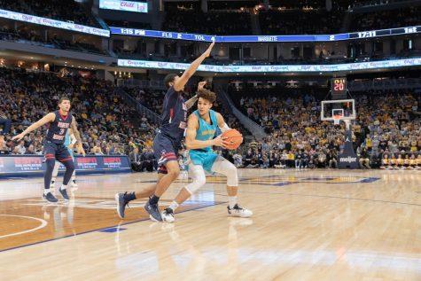 Baseline: Men's basketball defeats Robert Morris despite scoring 19 points in first half