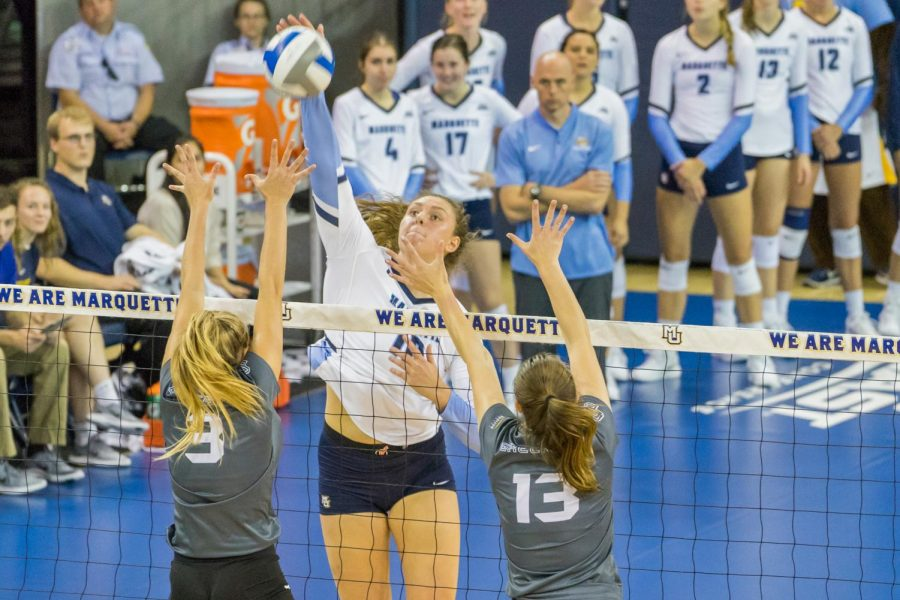 Senior+Allie+Barber+%2810%29+attempts+a+kill+in+Marquette%27s+3-0+sweep+over+the+Green+Bay+Phoenix.
