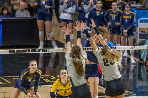 Volleyball keeps pace in BIG EAST after weekend split