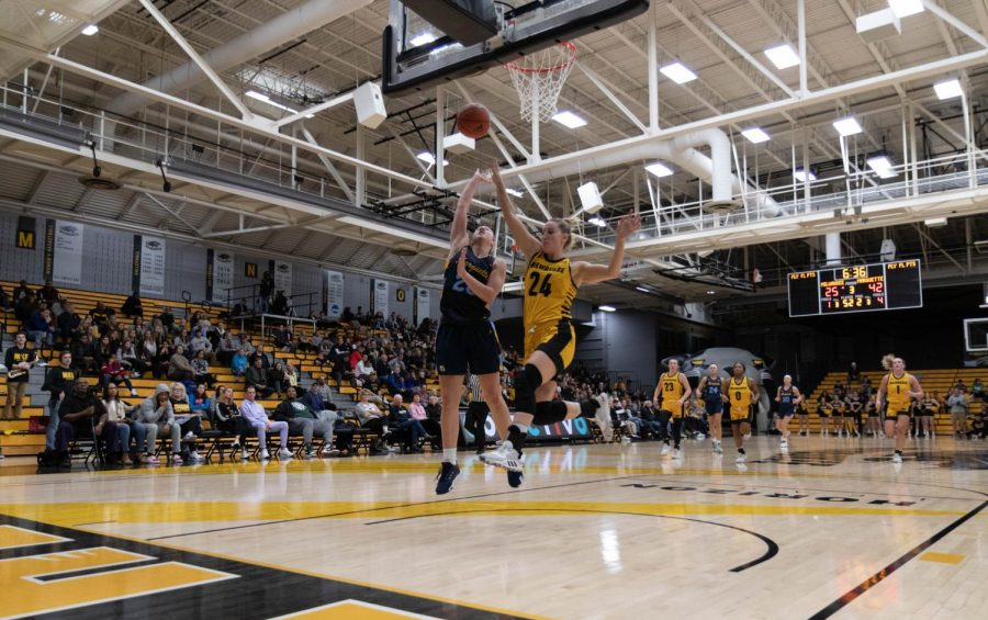 Junior+guard+Selena+Lott+had+a+team-high+18+points+Dec.+8+at+UW-Milwaukee.