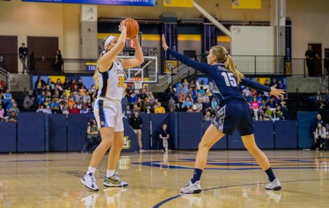 BASELINE: Golden Eagles' agility, fourth-quarter defense prevails in rout over Georgetown