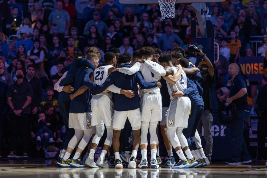 Marquette+men%27s+basketball+huddles+prior+to+the+Golden+Eagles%27+win+over+Central+Arkansas+Dec.+28.+