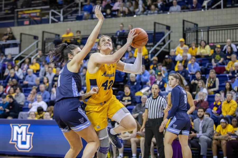 Lauren+Van+Kleunen+%2842%29+%0Aattempts+a+shot+in+Marquette%27s+win+over+Villanova+Sunday+afternoon.
