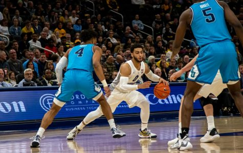 Markus Howard (0) dribbles the ball in Marquette's 93-72 win over Georgetown Wednesday night.
