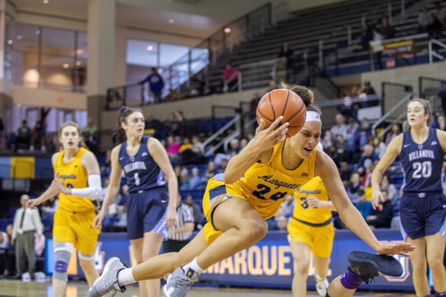 Selena+Lott+%2824%29+falls+to+the+ground+in+Marquette%27s+57-52+win+over+Villanova+on+Jan.26.+