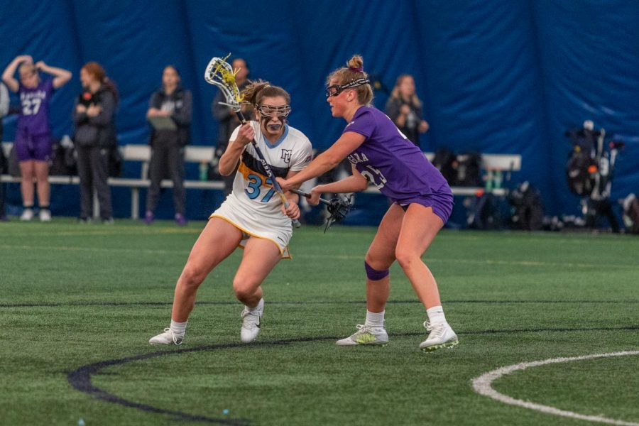 Lydia Foust (37) takes on a Niagara defender while going to the net in Marquettes 16-6 win over Niagara.