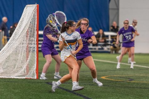 Caroline Steller (4) looks to make a pass in Marquette's 16-6 win over Niagara on Feb. 23.