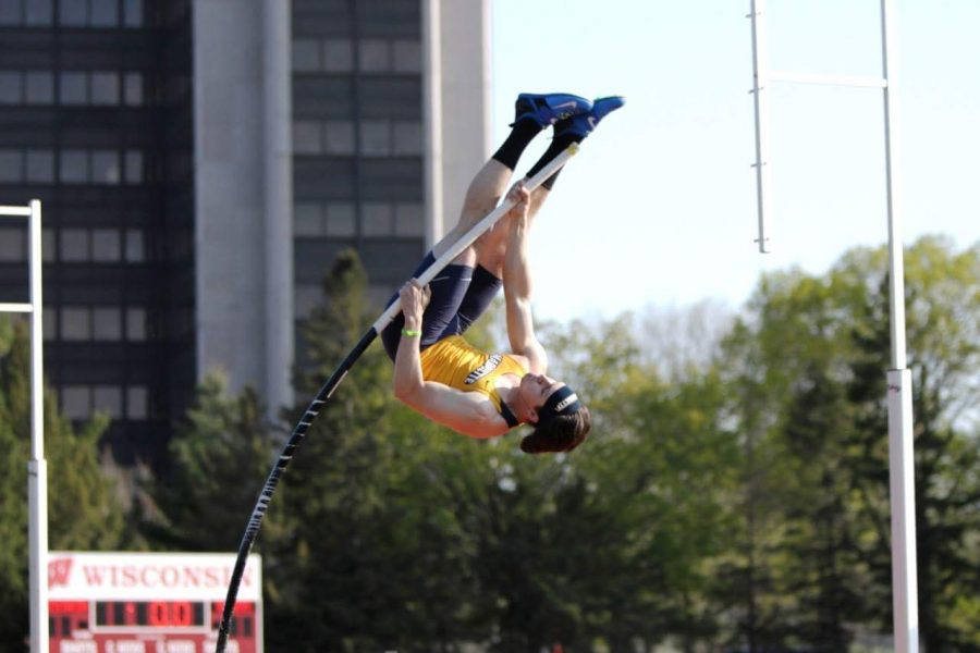 James+Kubik+pole+vaulting.+%28Photo+courtesy+of+Marquette+Athletics.%29