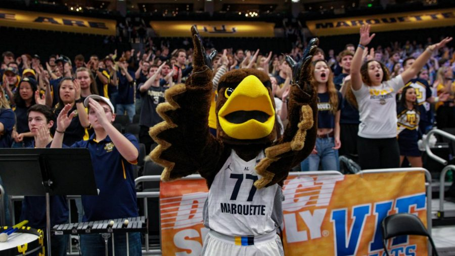 The+Golden+Eagle+stands+with+the+student+section+at+the+Marquette+men%27s+basketball+game+Dec.+4.+%28Photo+courtesy+of+Marquette+Athletics.%29