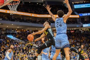 Villanova's Jeremiah Robinson-Earl (24) closely guards Marquette's Koby McEwen (25) during the Golden Eagles' 71-60 victory over the Wildcats Jan. 4.