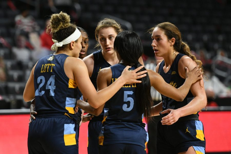 Marquette women's basketball huddles during the team's 11-point victory over Cincinnati Thursday. (Photo courtesy of Marquette Athletics.)