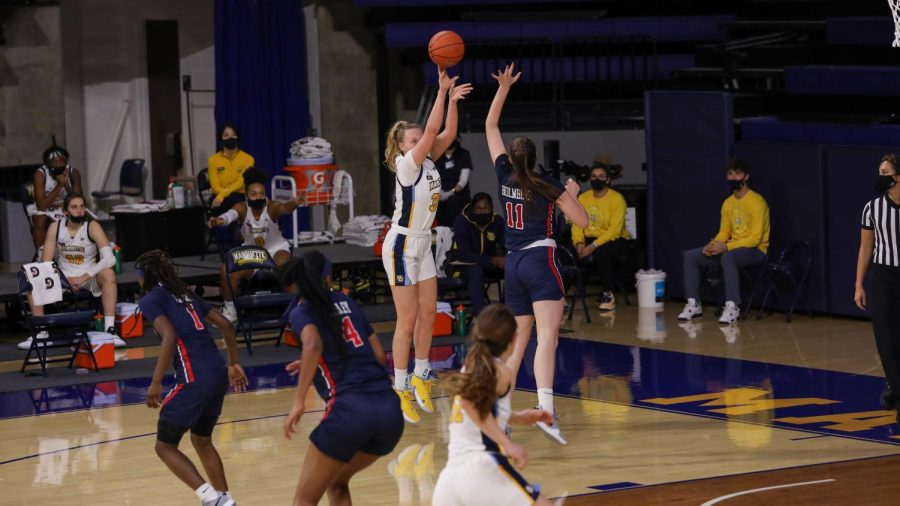 Liza Karlen shoots a jumper in Marquette's game against Belmont Dec. 16. (Photo courtesy of Marquette Athletics.)