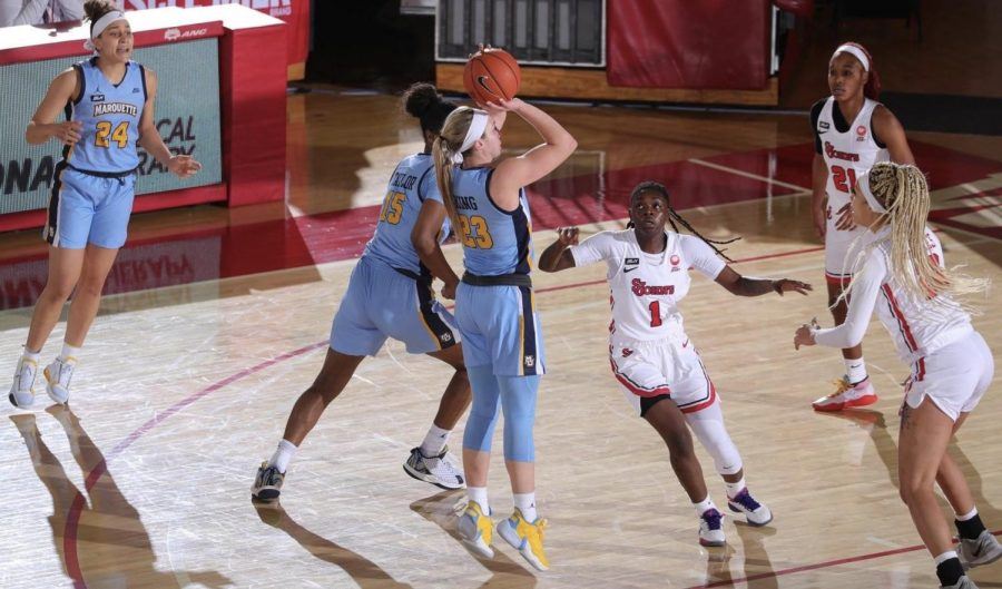 Selena+Lott+led+offensively+for+the+Golden+Eagles+with+her+season-high+30+points.+%28Photo+courtesy+of+Marquette+Athletics%29.
