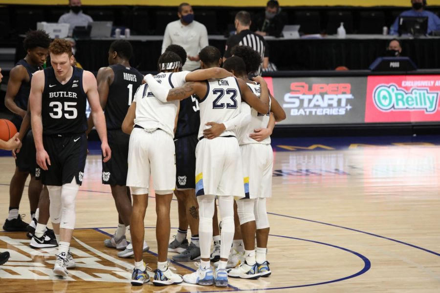 Senior forward Jamal Cain (23) and teammates huddle during the team's game against the Butler Bulldogs on Feb 2. (Photo courtesy of Marquette Athletics.)