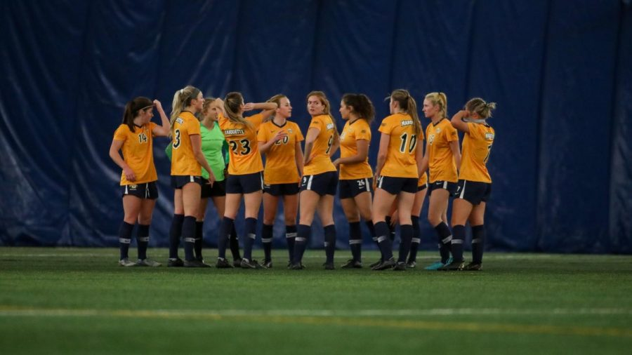 The women's soccer team huddles during Marquette's 5-0 win over Chicago State. (Photo courtesy of Marquette Athletics.)