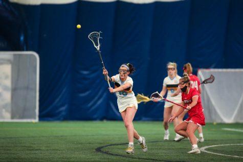 Emma Soccodato (10) passes the ball in Marquette
