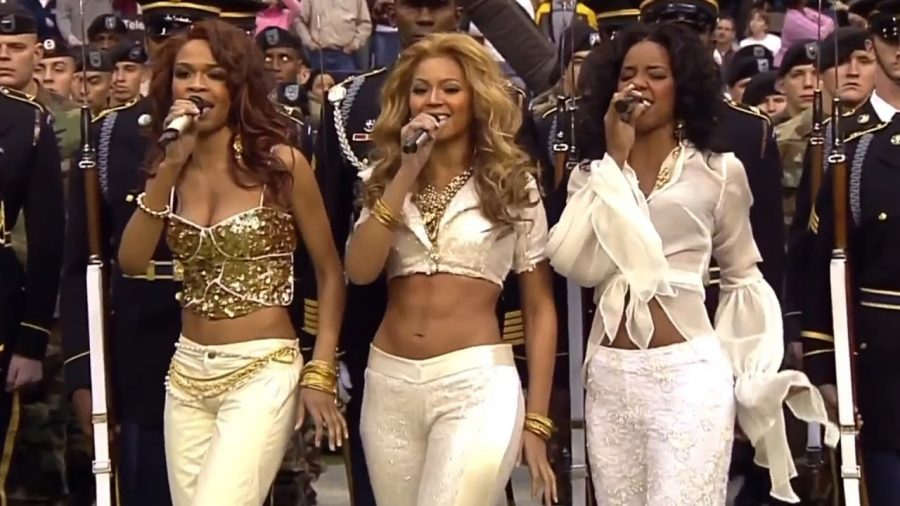 Artists like Destiny's Child often sported low-rise jeans in the early 2000s. Photo via Flickr