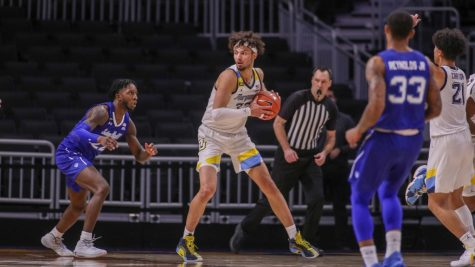 Dawson Garcia (center) looking to make a pass in Marquettes 70-63 loss to Seton Hall on Dec. 17. (Photo Courtesy of Marquette Athletics.)