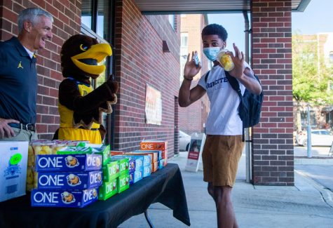Students file outside of on campus grocery store, Sendik, to get free breakfast