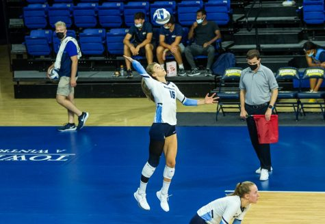Savannah Rennie (16) serves the ball in Marquettes 3-0 win over the University of Texas San-Antonio Sept. 17.