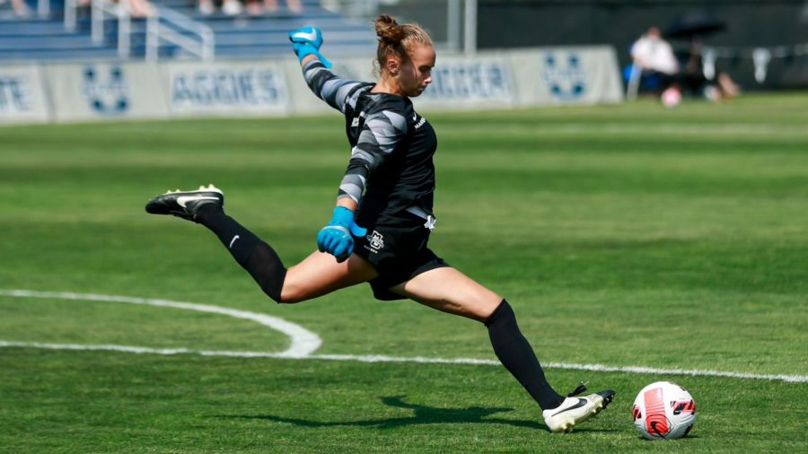 Redshirt+first-year+Mikki+Easter+takes+a+goal+kick+in+Marquettes+2-1+double+overtime+loss+to+Utah+State+Sept.+5.+%28Photo+courtesy+of+Marquette+Athletics.%29