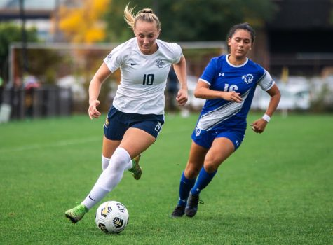 First-year forward Kate Gibson (10) in stride to the net in Marquettes 1-0 win over Seton Hall Oct. 3 at Valley Fields