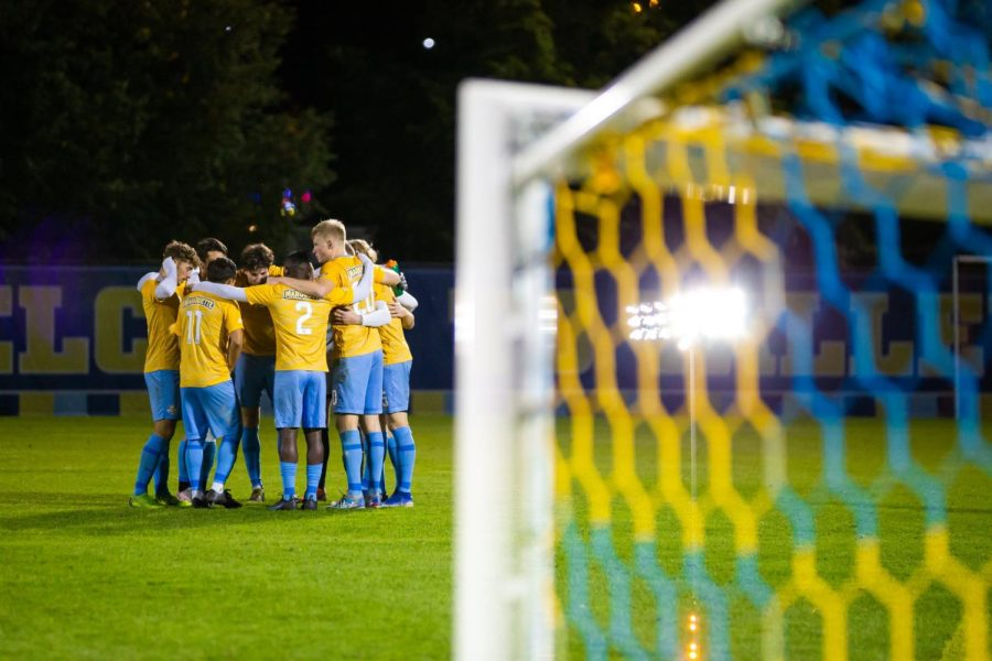 Marquette mens soccer gathers in a huddle during its 1-0 win over DePaul Oct. 16. (Photo courtesy of Marquette Athletics.)
